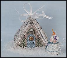JN300LE Frosty Winter Mouse in a House